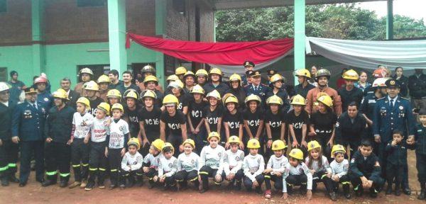 Juran 13 nuevos bomberos en Caaguazú