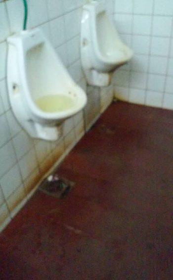 Sanitarios insalubres en terminal de ómnibus de Caaguazú