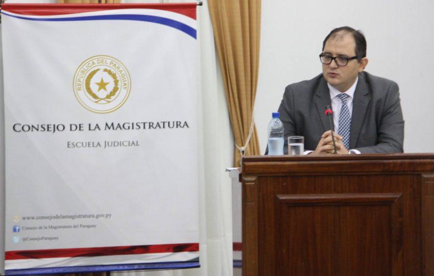 Caaguaceño se destaca en ponencia para Fiscal General del Estado