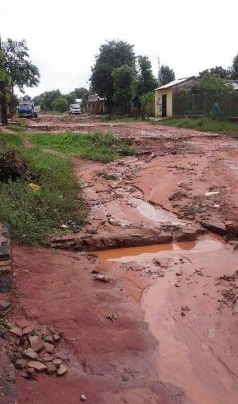 Barrio Constitución en Caaguazú en pésimo estado