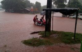 Cada vez que llueve Caaguazú se inunda la entrada a Yacu por falta de sistema de desagüe