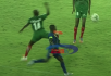 Brutal agresión en el fútbol africano: violenta patada al rostro y cruel pisotón en el suelo